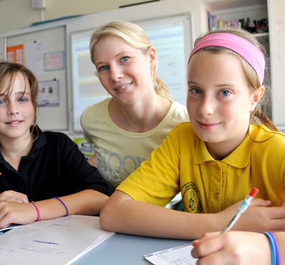 A teachers with her students.